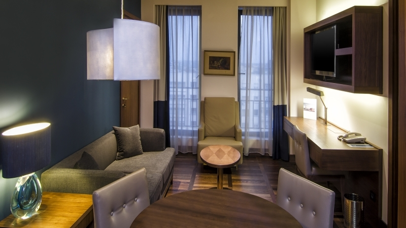 Metrolpol palace belgrade junior suite living2