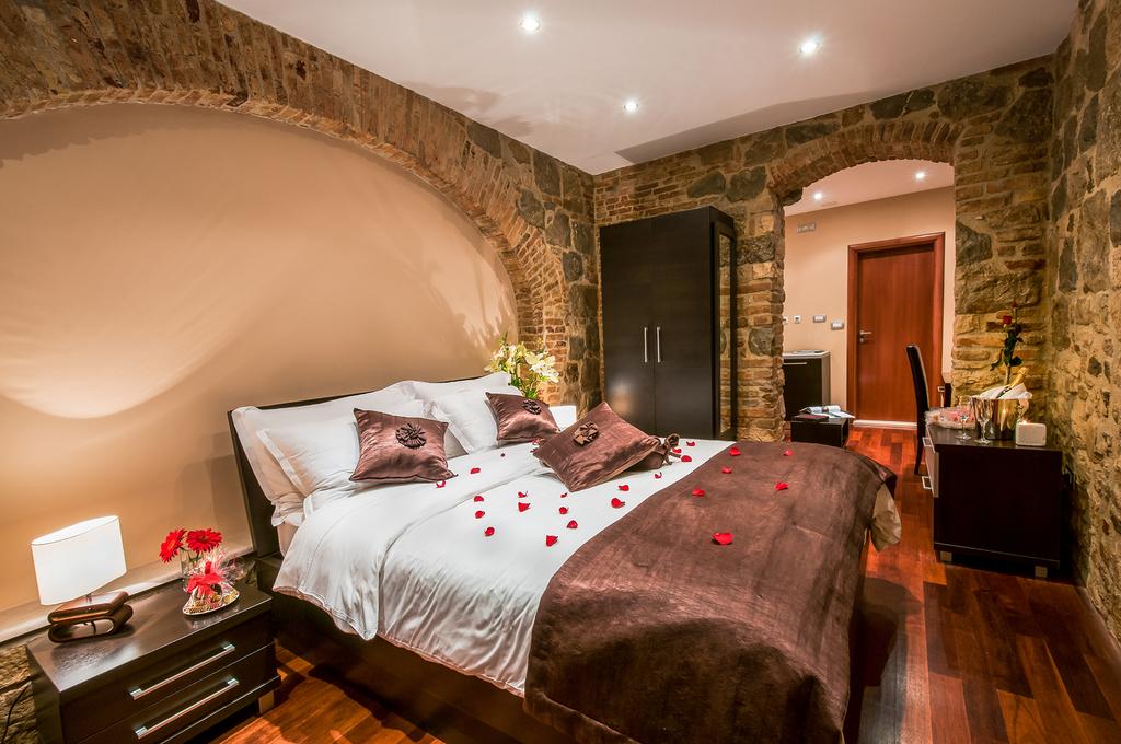 PALACE SUITES SPLIT, Split, Dalmacija, Hrvatska – 750 HRK – 2x noćenje u dvokrevetnoj sobi za 2 osobe, 2x buffet doručak za 2 osobe