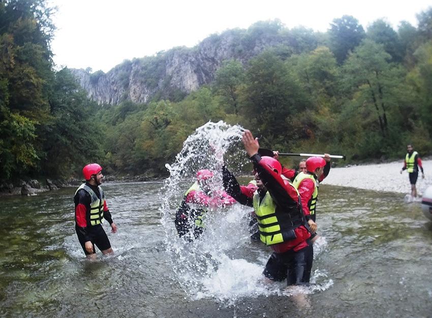 RAFTING NA NERETVI, Džajići, Bosna i Hercegovina – 298 HRK – 1x rafting na Neretvi za 1 osobu, Stručno vođenje s licenciranim skiperima