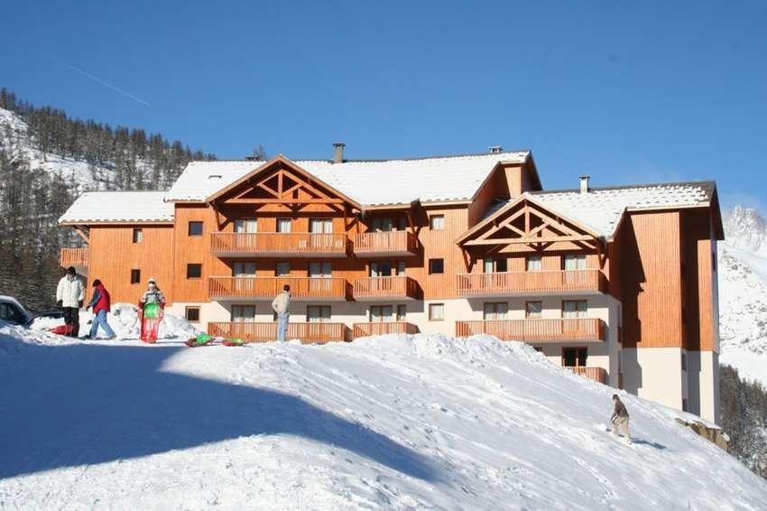 RESIDENCE LES GENTIANES, Puy Saint Vincent, Francuska – 5.679 HRK – 7x noćenje u apartmanu za 4 osobe, 6-dnevna skijaška karta za 4 osobe