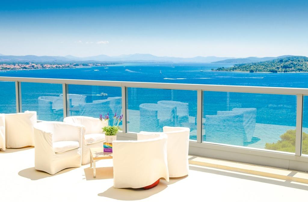 HOTEL PUNTA, Vodice, Hrvatska – 1.149 HRK – 2x noćenje u Superior sobi s pogledom na more za 2 osobe, 2x bogat buffet doručak za 2 osobe